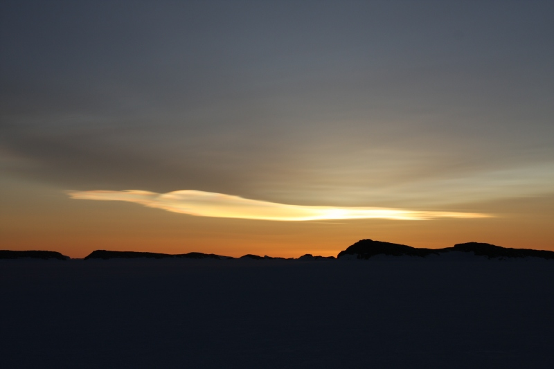 © Robyn Mundy IMG_2398 late August-nacreous cloud_air temp minus 34°C_Mawson Station