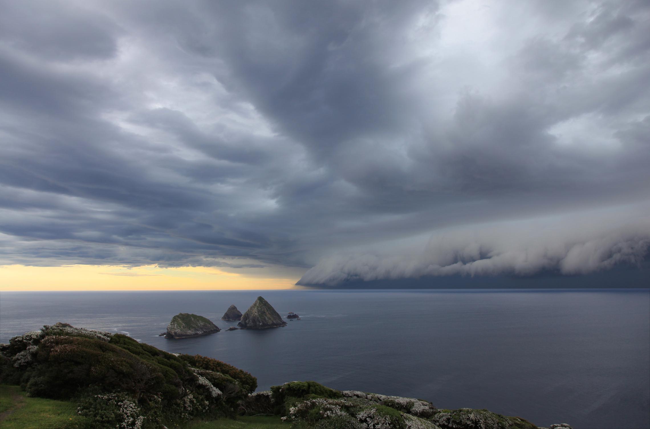 ©Robyn Mundy_IMG_0287 ThunderstorMaatsuyker Island–2010-12-06_lowres